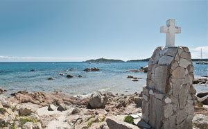 Croix sur la plage de PInarellu - Locations en Corse